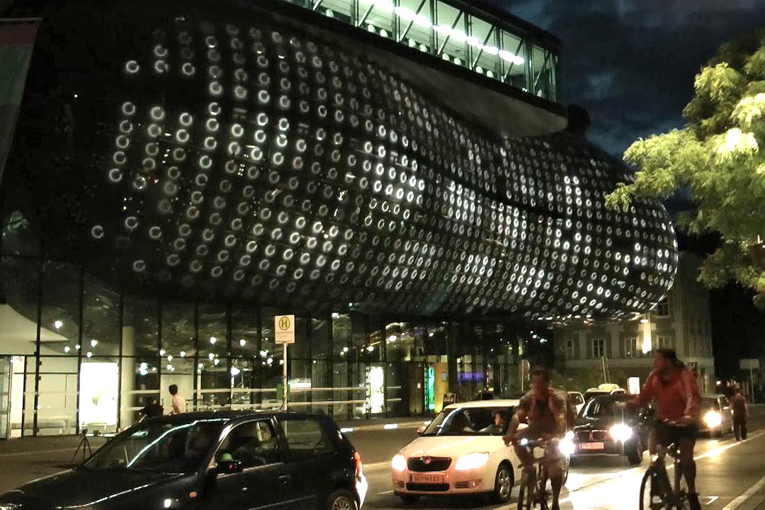 Lichtkörper / Interaktive Live-Performance, BIX Medienfassade, Kunsthaus Graz